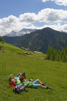 Italy, Alto Adige, family resting in the Campill valley - LB000913