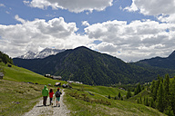 Italy, Alto Adige, family hiking in the Campill valley - LB000919