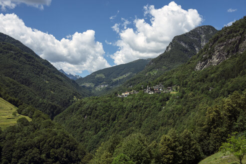 Switzerland, Ticino, View to Valle Onsernone with Isorno canyon, Mountain villages Russo and Comologno - WEF000191