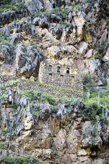 South America, View of the ruins of Ollantaytambo near Cusco - KRPF000678