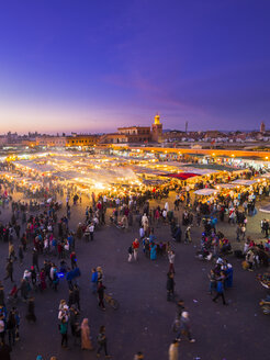 Africa, Morocco, Marrakesh-Tensift-El Haouz, Marrakesh, View over market at Djemaa el-Fna square in the evening - AMF002627