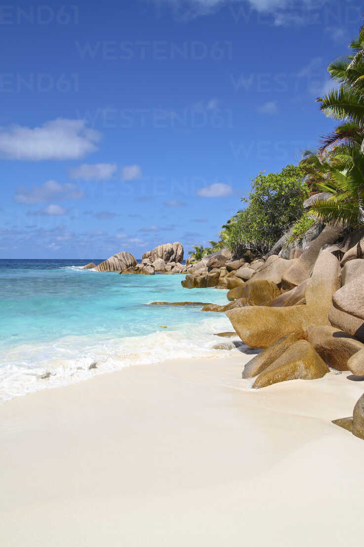 Seychelles, View of the Anse Cocos beach at La Digue Island - KRP000747 - Kristian Peetz/Westend61