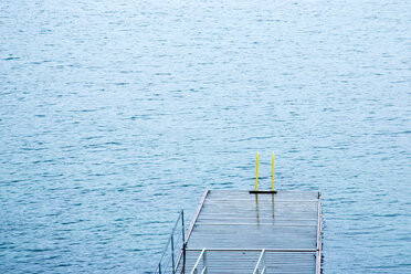 Norway, jetty at water - NGF000220