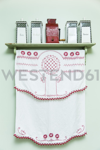 Embroidered cloth and sotrage vessels in kitchen - NGF000148