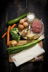 Ingredients for puff pastry tart with mincemeat and vegetables - MAEF008945
