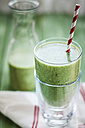 Green smoothie with kiwi, banana and spinach - SBDF001194