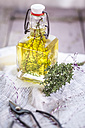 Thyme oil, thyme twigs in olive oil - SBDF001156