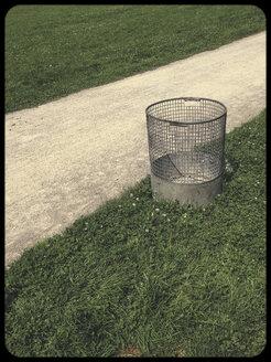 Waste bin in grass - SHIF000047
