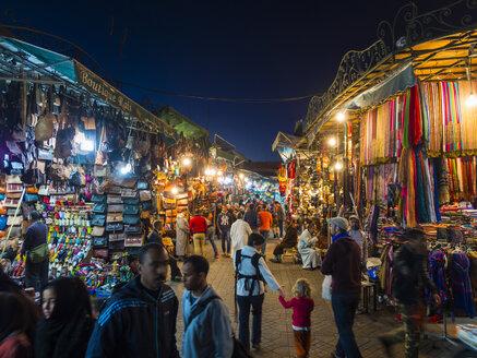 Africa, Morocco, Marrakesh-Tensift-El Haouz, Marrakesh, View over market at Djemaa el-Fna square at night - AM002643