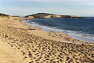 Australia, South Australia, Beachport, empty beach with footprints left - MIZ000548