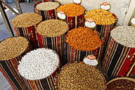 Turkey, Mardin, chickpeas and other food at bazaar - SIE005794
