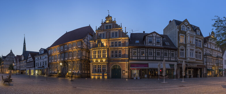 Germany, Lower Saxony, Hameln, old town in the evening - PVCF000090