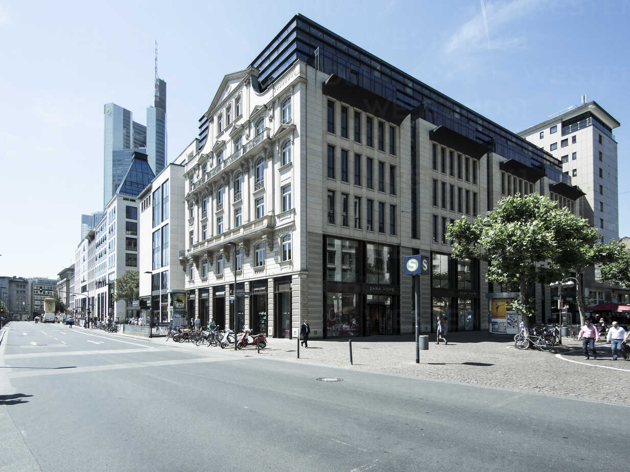 Germany, Hesse, Frankfurt, buildings at Goetheplatz and Rossmarkt - AMF002689 - Martin Moxter/Westend61