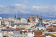 Spain, Madrid, historic city center, view over the roofs of Chueca - MIZ000598