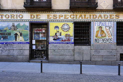 Spain, Madrid, Malasana, Laboratorius Juanse pharmacy - MIZ000606