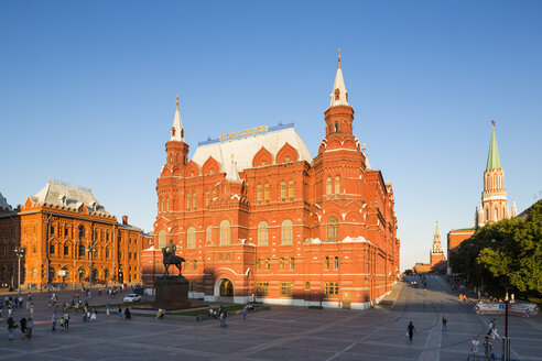 Russia, Central Russia, Moscow, Red Square, State Historical Museum, Statue of Georgy Zhukov, Arsenal tower, Nikolskaya Tower and Redeemer Tower - FOF006736