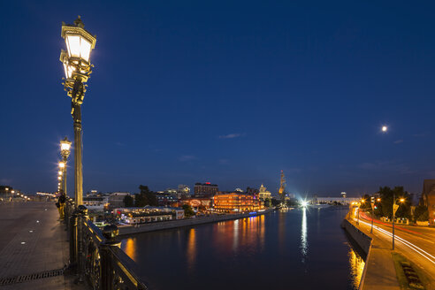 Russia, Moscow, Patriarshy Bridge, Moskva river and Peter the Great Statue, Expo-Park, Blue hour - FOF006840