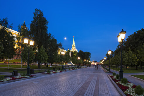 Russia, Moscow, view to Alexander Garden and Trinity Tower at blue hour - FOF006871