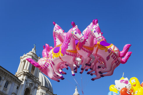 Italy, Lazio, Rome, Piazza Navona, Sant Agnese in Agone, Christmas market, Balloons - GWF003144