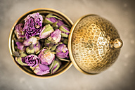 Vessel of dried rose blossoms - KM001393