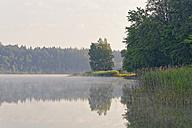 Germany, Bavaria, Prutting, Lake Hoefstaett - SIEF005838