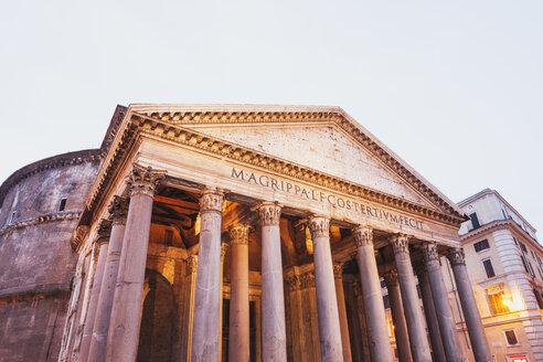 Italy, Lazio, Rome, Pantheon, Piazza della Rotonda in the evening - GW003103
