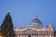 Italy, Vatican, Rome, St. Peter's Basilica and christmas tree in the morning - GW003114