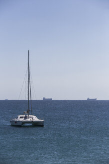 Spain, Andalusia, Strait of Gibraltar, cargo ships and a catamaran in the bay of Tarifa - KBF000135