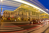 Austria, Vienna, view to state opera house at twilight - EJW000493