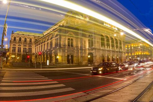 Austria, Vienna, view to state opera house at twilight - EJW000493