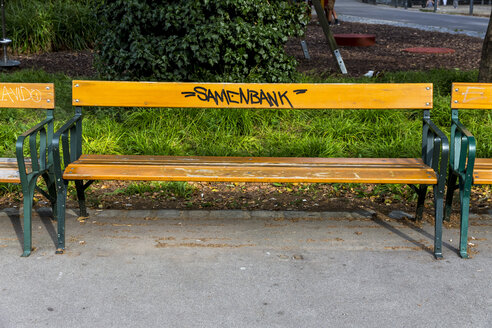 Austria, Vienna, park bench labelled with the word 'Samenbank' - EJW000516