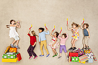 Children having birthday party - BAEF000974