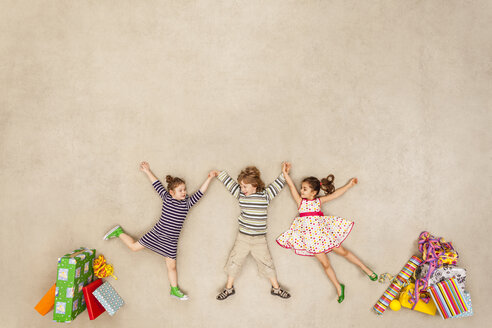 Children with heaps of birthday presents - BAEF000977