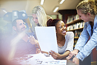 Group of students learning in a library - ZEF000140