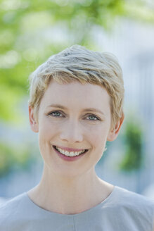 Portrait of smiling blond woman - TCF004312