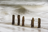 Germany, Schleswig-Holstein, Sylt, breakwaters and waves - SRF000773