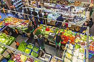 Germany, Hesse, Frankfurt, vegetables stand in market hall - WD002613