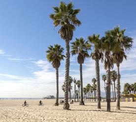 USA, California, Santa Monica, view to Santa Monica Beach and the bike path - JLRF000007