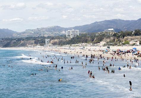 USA, California, Santa Monica, bathing holiday makers - JLRF000013