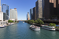 USA, Illinois, Chicago, Tourboats on Chicago River - FO006975