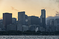 USA, Illinois, Chicago, Skyline and Lake Michigan in the evening light - FOF007213