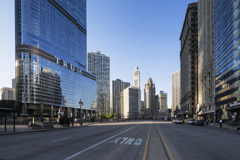 USA, Illinois, Chicago, skyscrapers with Trump Tower in downtown - FOF007156