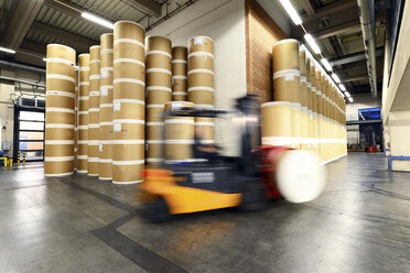 Germany, Forklift in a printing shop - SCH000392