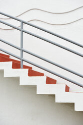 USA, California, San Francisco, stairs with wave pattern at wall - BRF000750