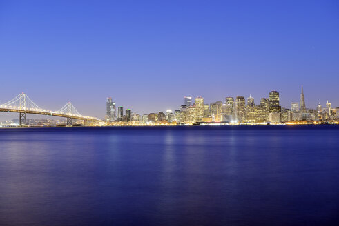 USA, California, San Francisco, Oakland Bay Bridge and skyline of Financial District in the blue hour - BR000705