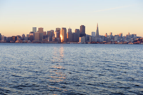 USA, California, San Francisco, skyline in morning light - BRF000713