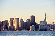 USA, California, San Francisco, skyline of financial district with Transamerica Pyramid in morning light - BRF000715