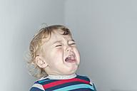 Portrait of a crying baby boy - MW000071