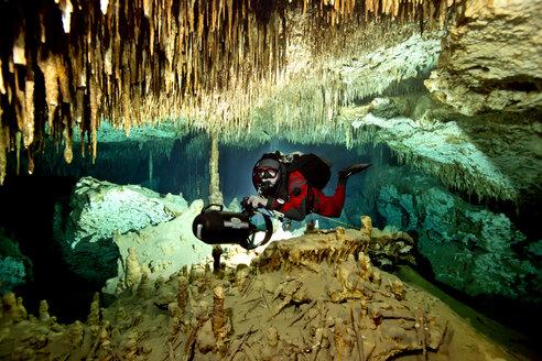 Mexico, Yucatan, cave diver - YRF000057