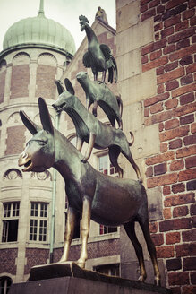 Germany, Bremen, statue of Town Musicians of Bremen at the town hall - KRPF001100